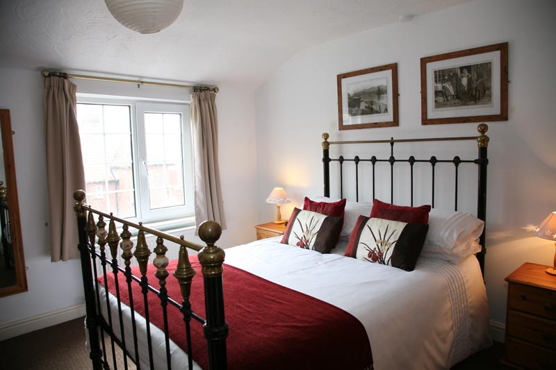bedroom with victorian bed - Awd Tuts Self Catering Holiday Cottage