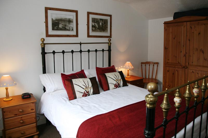 master bedroom top floor - Awd Tuts Self Catering Holiday Cottage