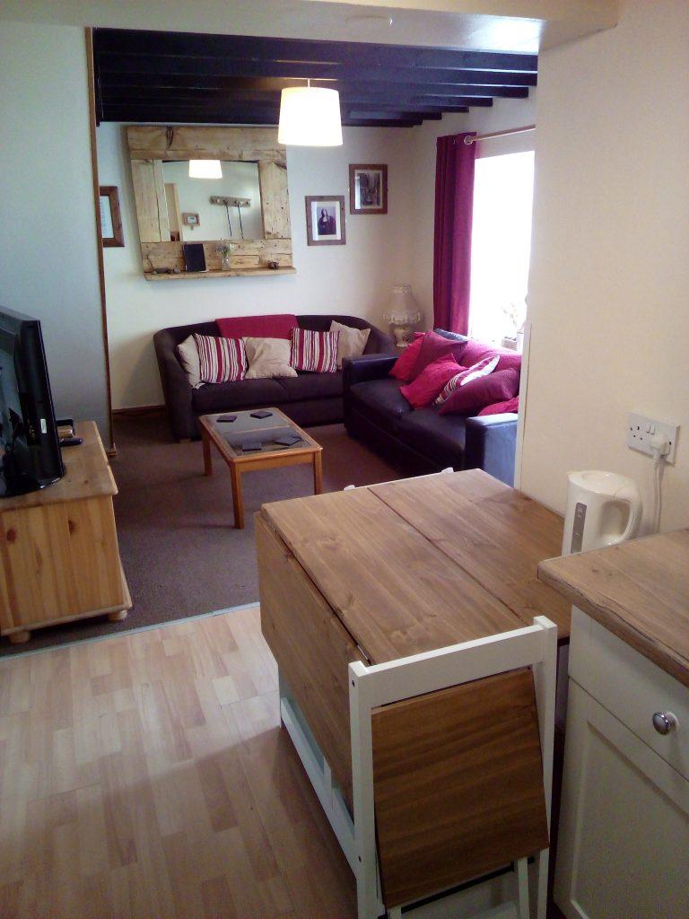 Awd Tuts Lounge / Dining room