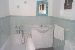 Awd Tuts bathroom with jaccuzi bath